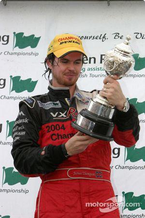 Podium : le champion BTCC 2004 James Thompson