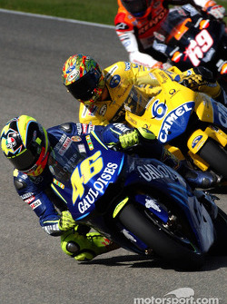 Valentino Rossi leads Makoto Tamada