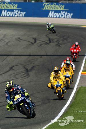 Valentino Rossi devant le peloton