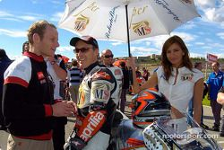 Jeremy McWilliams on the starting grid
