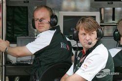 Gestión director Dave Pitchforth y Dr. Mark Gellin Jaguar