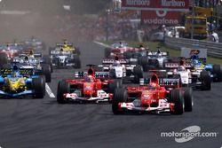 Start: Michael Schumacher takes lead ve Rubens Barrichello ve Fernando Alonso