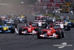 Старт: Михаэль Шумахер и Рубенс Баррикелло, Ferrari, и Фернандо Алонсо, Renault