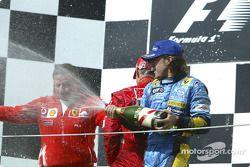 Podyum: Jean Todt, Fernando Alonso ve Michael Schumacher