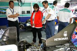 Des invités VIP dans le garage Sauber