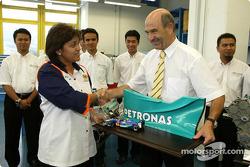 Le ministre malais de la Jeunesse et des Sports, Datuk Azalina binti Othman Said, rend visite à Sauber
