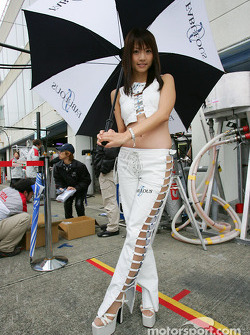 Race queen at the pitwalk