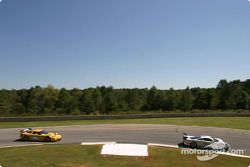 La Saleen S7-R n°63 ACEMCO Motorsports : Terry Borcheller, Johnny Mowlem, Joao Barbosa, et la Corvette C5-R n°3 Corvette Racing : Ron Fellows, Johnny O'Connell, Max Papis
