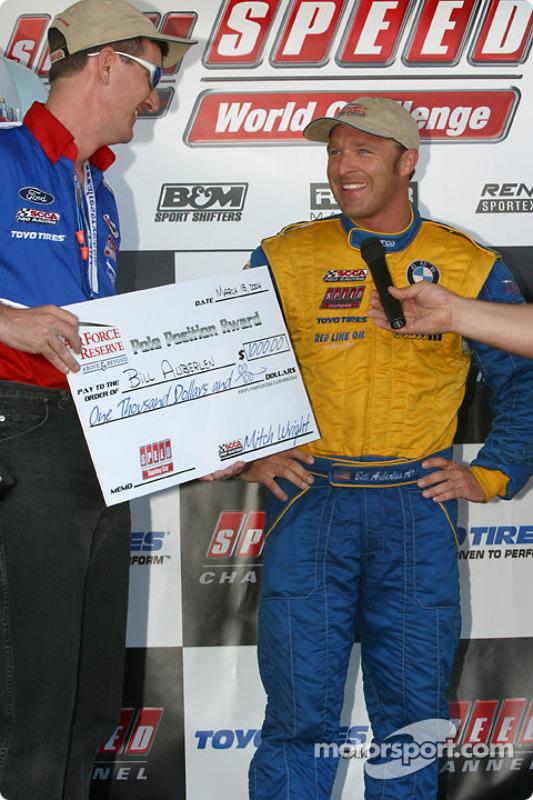 Sur le podium : Le vainqueur de la course, Bill Auberlen