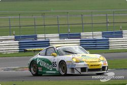 La Porsche 911 GT3 RS n°85 Freisinger Motorsport : Stéphane Ortelli, Emmanuel Collard