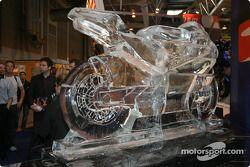 Une moto en glace