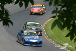 La Mazda RX-8 n°67 SpeedSource : Rich Walker, Gary Wollersheim,et la Nissan 350Z n°34 Schuitemaker Motorsports : Harold Linville, Terry Heath