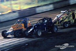 David Burns, John Ziehl et les pilotes de Sprint Car de Hawaii Shannon Souza et Rodney Capello
