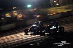 Le pilote de Sprint Car de Hawaii Jimmy Pontin et Leighton Crouch