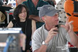 LE producteur exécutif Orly Adelson et le réalisateur Russell Mulcahy