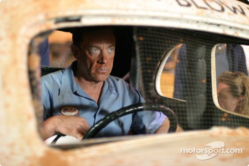 J.K. Simmons joue Ralph Earnhardt