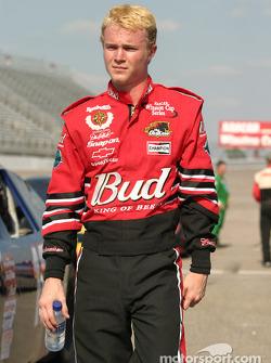 Chad McCumbee joue Dale Earnhardt Jr.
