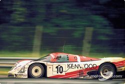 #10 Porsche Kremer Racing Porsche 962C: Кунимицу Такахаси, Хидеки Окада и Бруно Джакомелли