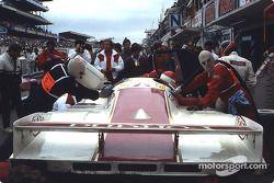 Пит-стоп: Оскар Ларруари, Жоэль Гуйе, Хесус Пареха, Brun Motorsport, Porsche 962 C (№17)