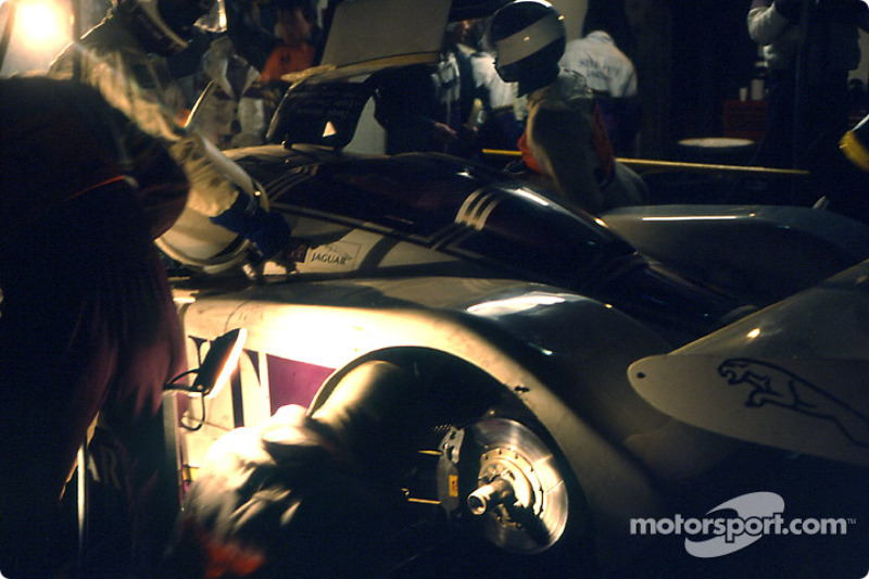 1986 год. Экипаж Джанфранко Бранкателли, Вина Перси и Харли Хейвуда, Jaguar XJR6