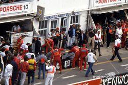 Boxenstopp: #10 Porsche Kremer Racing, Porsche 962C: Sarel van der Merwe, Jo Gartner, Kunimitsu Taka