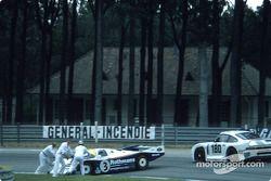 Probleme für #3 Rothmans Porsche, Porsche 962C: Vern Schuppan, Drake Olson