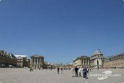 Visit of the Château de Versailles: court side