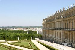 Visit of the Château de Versailles: a view of the north wing