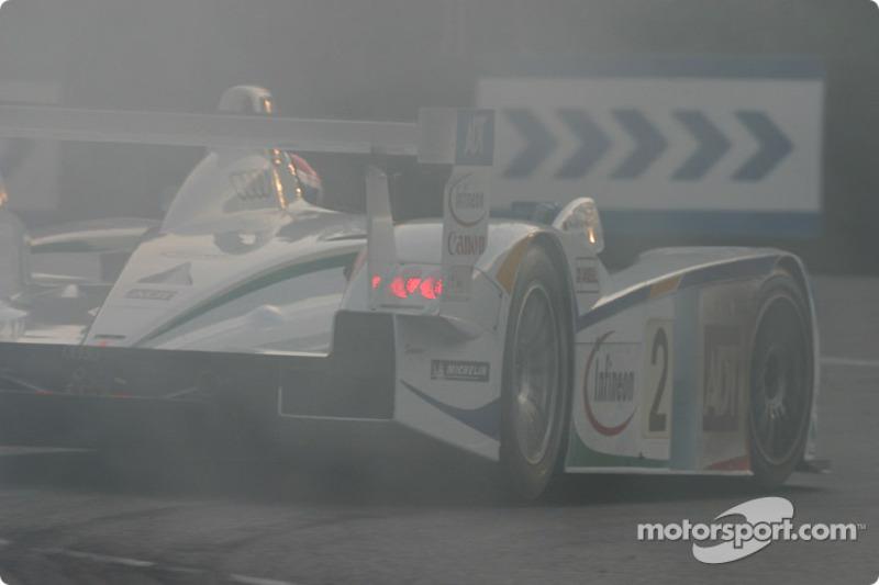 L'Audi R8 de JJ Lehto, Emanuele Pirro et Marco Werner fait fumer les pneus