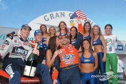 El equipo de Estados Unidos ganó la Copa de Naciones de la ROC en 2002 con Jimmie Johnson y Jeff Gordon.