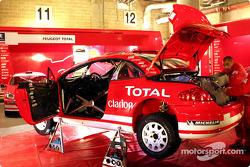 Team Peugeot prepare the Peugeot 307 WRC