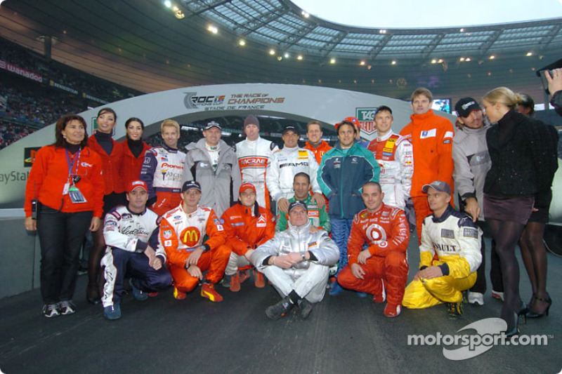Photoshoot with the 16 drivers of the 2004 Race of Champions