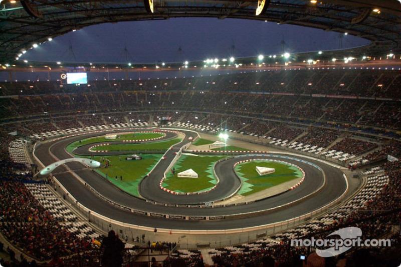2004: первая гонка на стадионе