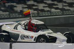 Michael Schumacher, ganador del World Champions Challenge 2004, celebra