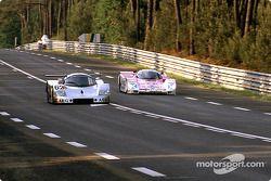 #62 Team Sauber Mercedes Sauber-Mercedes C9: Жан-Луи Шлессер, Жан-Пьер Жабуй и Ален Кудини, #7 Joest Racing Porsche 962C: Франк Елински, Пьер-Анри Рафанель и Джон Уинтер