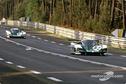 #51 WM P489 Peugeot: Roger Dorchy, Michel Maisonneuve; #52 WM P489 Peugeot: Jean-Daniel Raulet, Pascal Pessiot, Philippe Gache