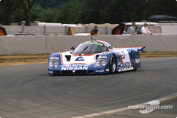 #23 Nissan Motorsport Nissan R89C: Масахиро Хасеми, Кадзуёси Хосино и Тошио Сузуки