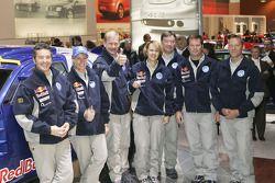 Презентация команды Volkswagen: Бруно Саби, Ютта Кляйншмидт, Юха Канккунен, Фабриция Понс, Юха Репо, Робби Гордон и Крис Ниссен