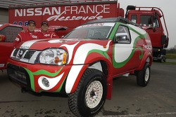 Nissan Dessoude team presentation: Xu Lang and Zhou Yong pose with the Nissan Paladin