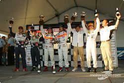 GT300 podium: class winners Morio Nitta and Shinichi Takagi, with Tetsuya Yamano, Hiroyuki Yagi and Haruki Kurosawa, and Mitsuhiro Kinoshita and Kazuki Hoshino