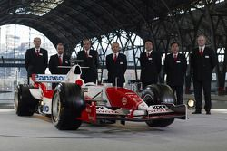Panasonic Toyota Racing management ve Toyota TF105