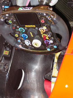 Ferrari F2004, Lenkrad