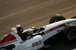 Takuma Sato test ediyoryeni BAR Honda 007