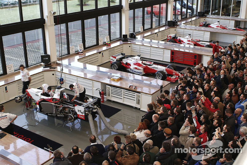 Visitors pack F1 Workshop during Open Doors event