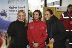 Two taraftarları meet Jarno Trulli during Open Doors