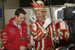 Ralf Schumacher shares a joke ve Cologne Carnival Prince