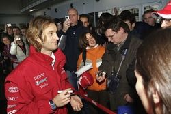 Jarno Trulli meets fans in the F1 Workshop