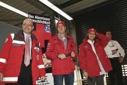 Ralf Schumacher ve Jarno Trulli were made honorary Red Cross ambassadors for Open Doors event