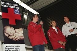 Ralf Schumacher ve Jarno Trulli speak to fans