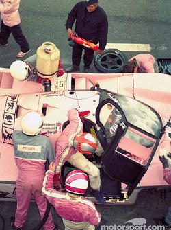 Пит-стоп: Джон Уотсон принимает смену у Аллена Берга, Richard Lloyd Racing, Porsche 962C (№44)